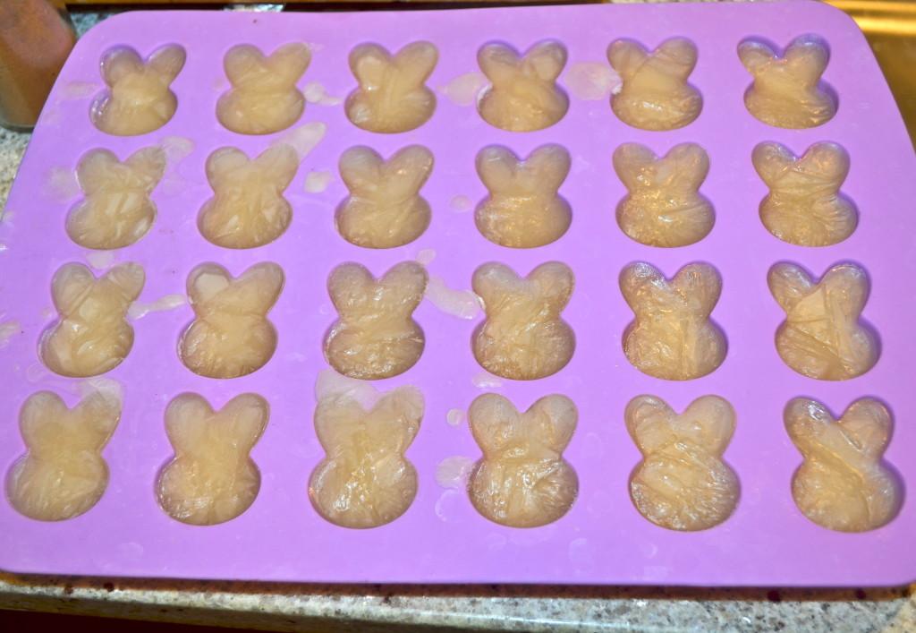 Each row is 4 ounces! Works perfect